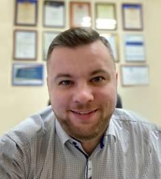 Роман  Красников